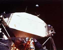 Фото NASA AS11-40-5924. Земля над лунным модулем «Аполлона-11».