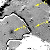 Фотография со спутника Луны «Клементина». Стрелка с буквой «А» показывает на место посадки «Аполлона-15»
